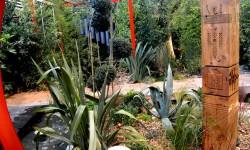 """Sculpture Entomologe présente dans """"Le Jardin enjoué"""" de Sylvère Fournier (Maître jardinier 2015 / Paysalia)"""